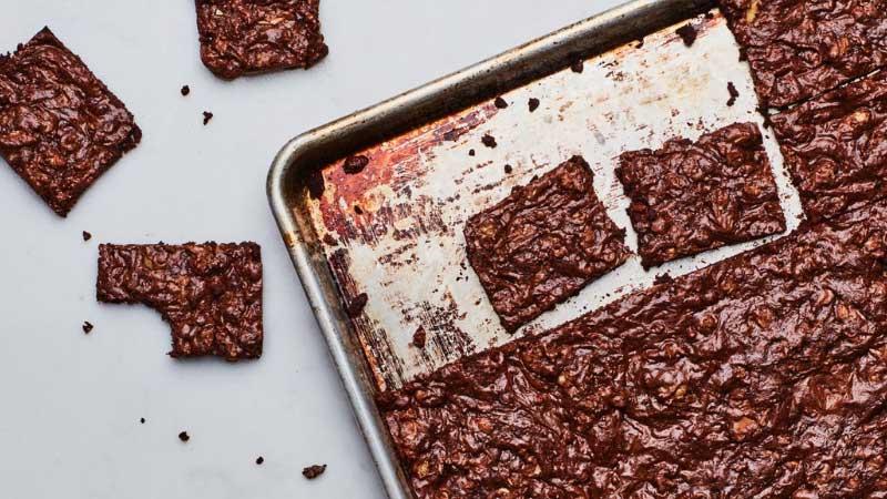 Baking Sheet vs. Cookie Sheet