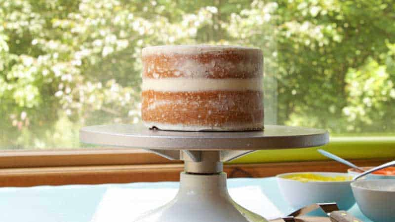 How Long Should a Cake Cool Before Frosting