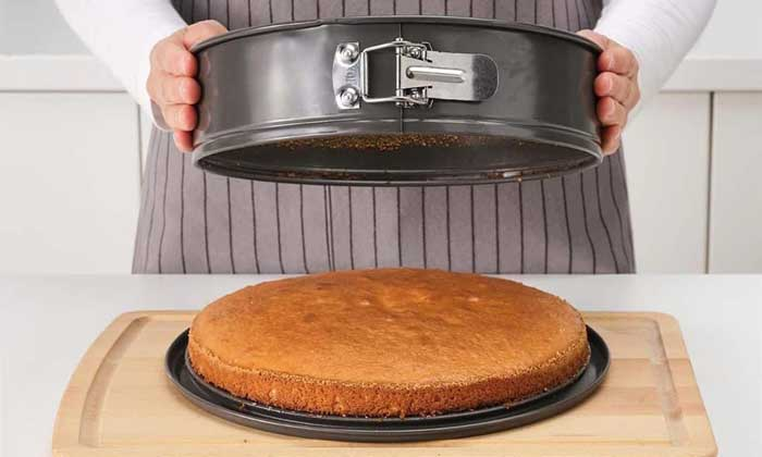 How to Easily Get Cake out of a Pan