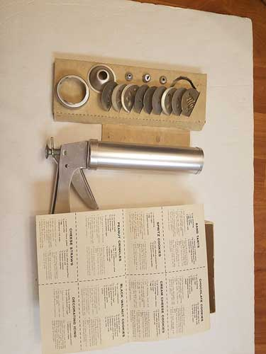 VINTAGE Wear Ever Cookie Gun [cookie press] and Pastry Decorator with Thickness Control
