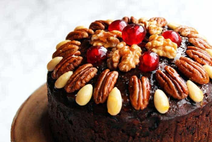 Decorate a cake with Nuts