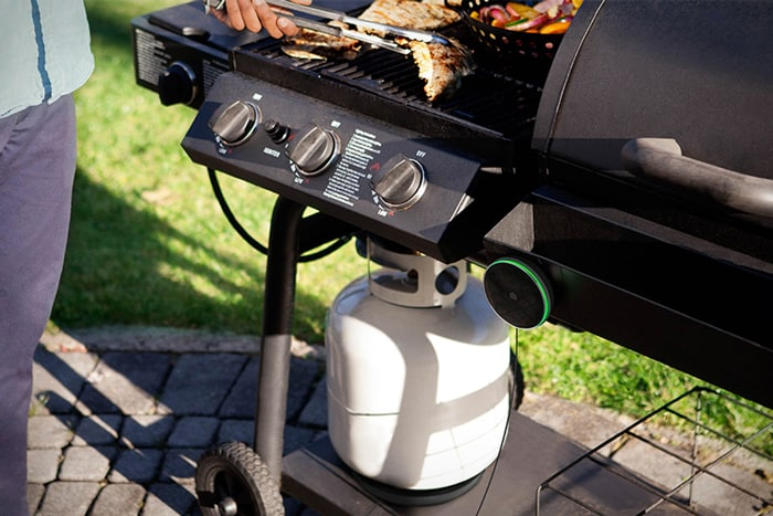 How do you install a propane tank on a grill