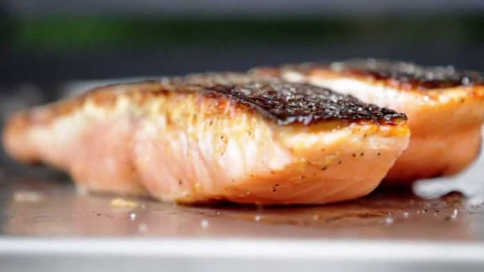 How do you cook salmon on griddle